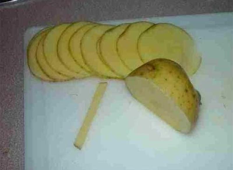 Ruže od krompira - narezani krompir.