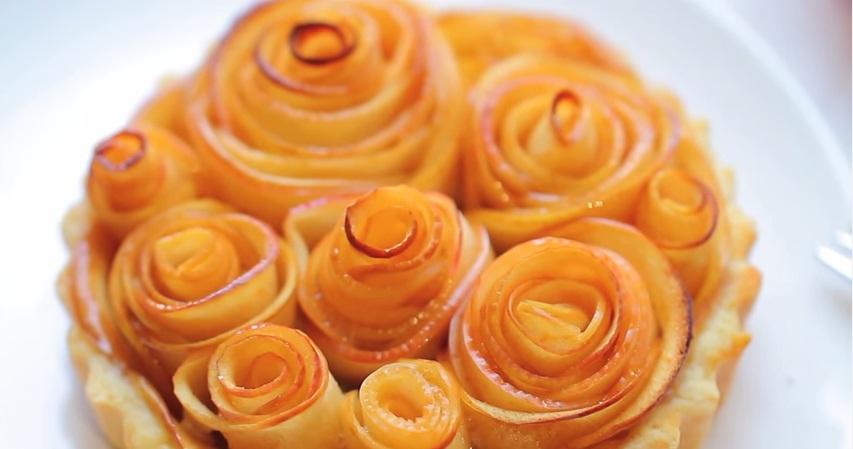 Pita - ruže od jabuka.