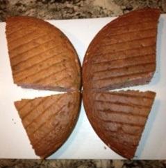 Torta leptir - isečene i postavljene kore.