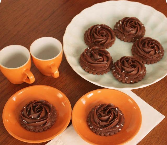 Čokoladni keks uz kafu ili čaj.